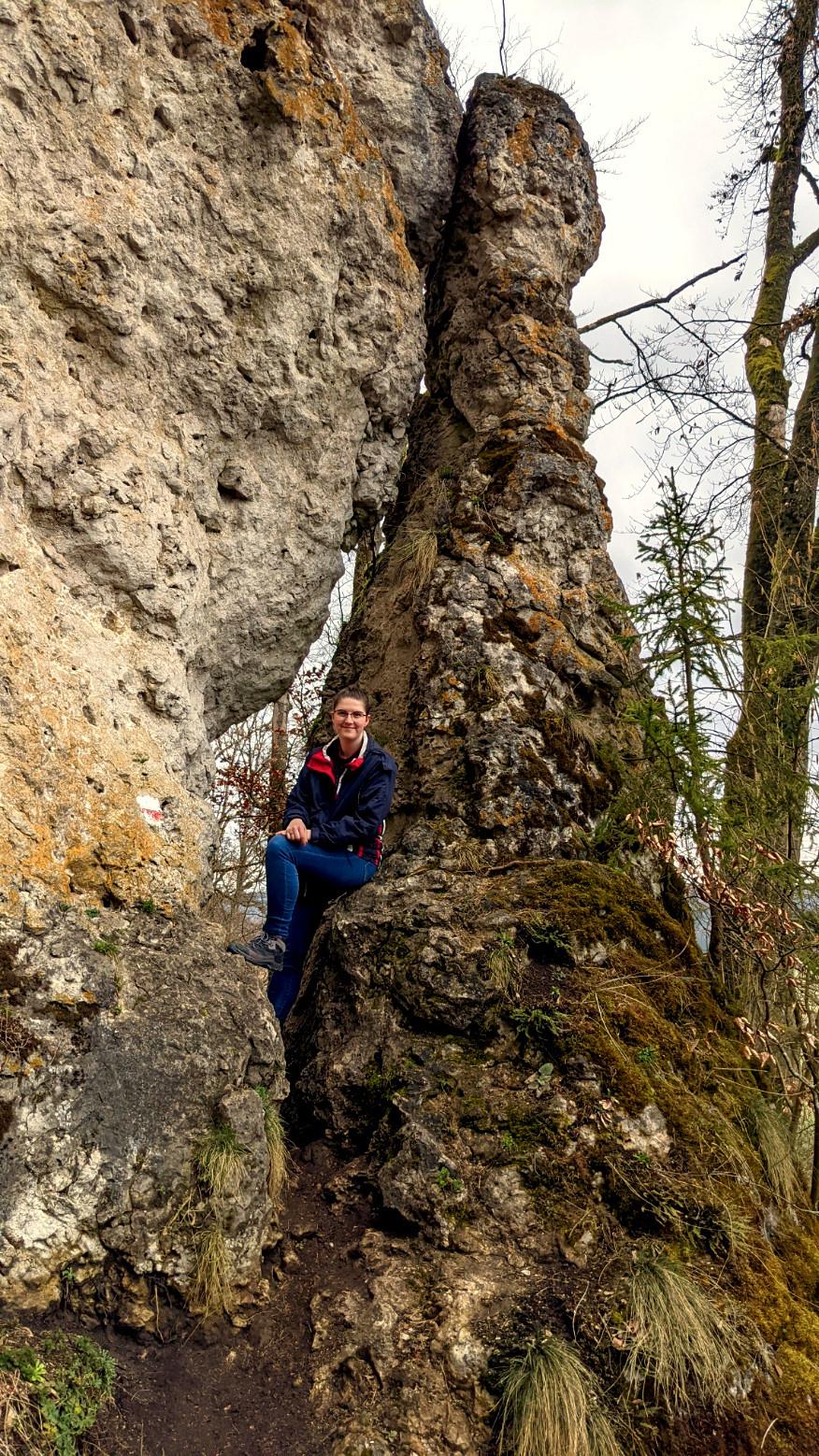 Der Felsdurchstieg auf dem Jägersteig im Urdonautal