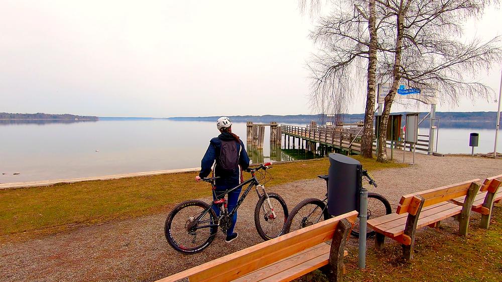 Der Blick auf den Starnberger See, der sich direkt auf dem Weg der Radtour befindet.