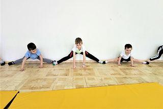 Растяжка в каратэ для дошкольников