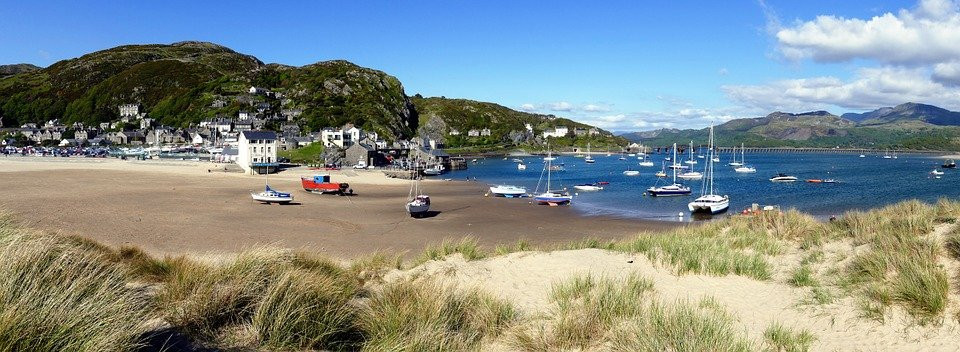 View beautiful scenery on a private guided tour of North Wales
