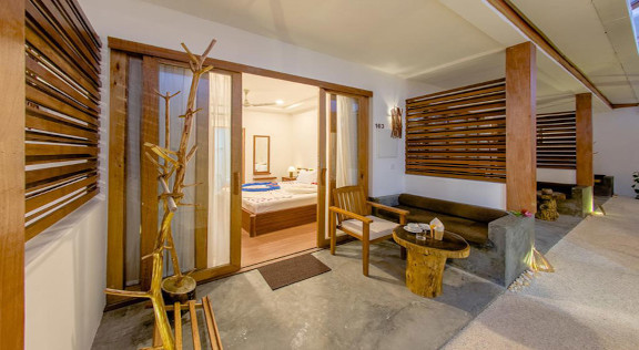 Dhiffushi White Sand Beach Hotel (8).jpg