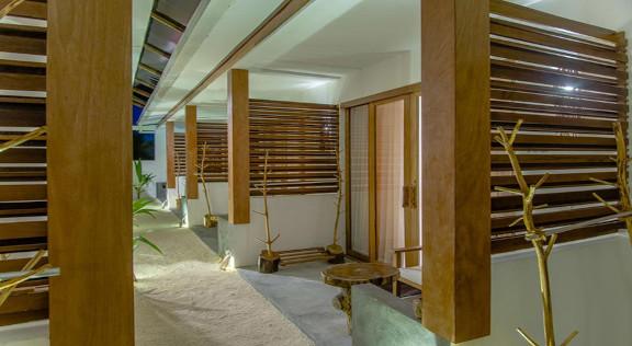 Dhiffushi White Sand Beach Hotel (14).jp