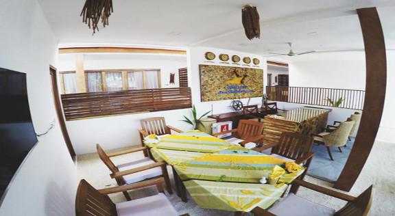 Dhiffushi White Sand Beach Hotel (17).jp