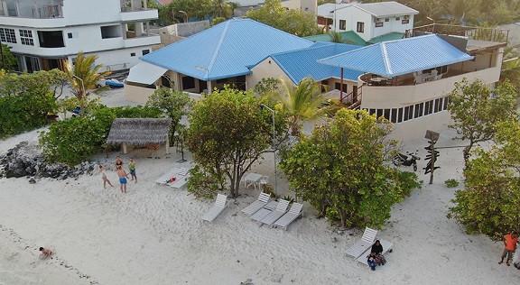 Bibee Maldives f.jpg