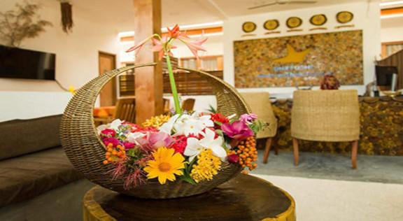 Dhiffushi White Sand Beach Hotel (32).jp