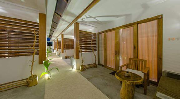 Dhiffushi White Sand Beach Hotel (28).jp
