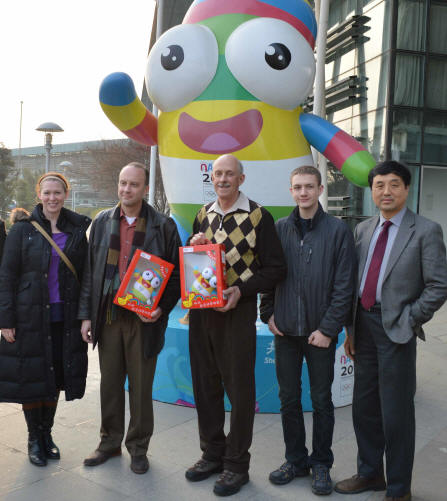 Nanjing spponsor with Sarah McIntyre, Troy Webdell, Pete Brannen, Josh DeVries and Jinyuan Meng with