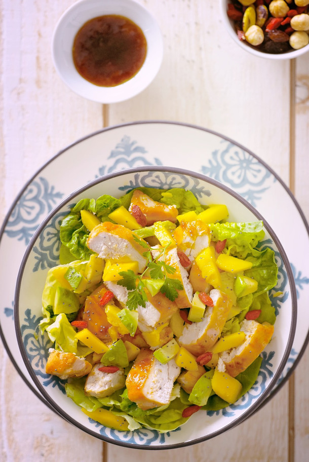 _Doux-Fitlife-Grilled-Chicken-Salad-With-Avocado-and-Mango-TOP-VIEW-Aout-2017_edited.jpg