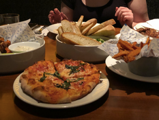 Lower Mainland Restaurant Reviews: Earls Happy Hour Reviewed and Rated