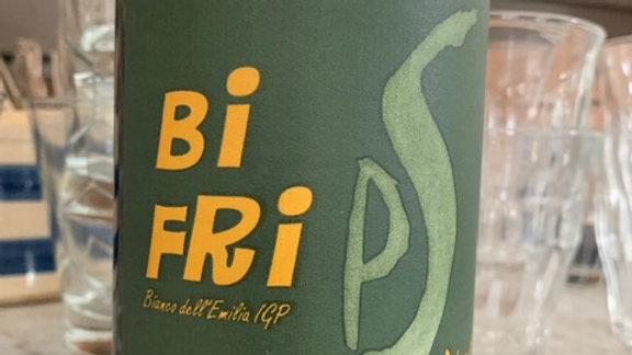 Podere il Saliceto Bi Fri- the perfect beach or blanket bottle