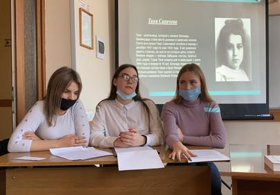 На кр.столе Е.Шабунина, К.Михейкина, А.П