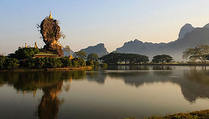 Hpa-An Monastery.jpg
