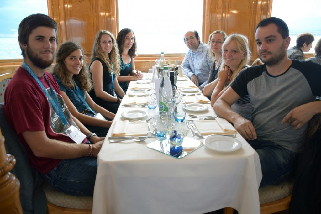 44-AIPMA_2016_Repas-10e-table-Celien-Maret_Claudia-Lozano_Sarah-Paudex_Cindy-Vaucher_Nicolas-Consigl