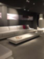 """Outdoor Betonmöbel, Lounge Installation """"freiraum"""" mit Tisch, weisser Beton"""
