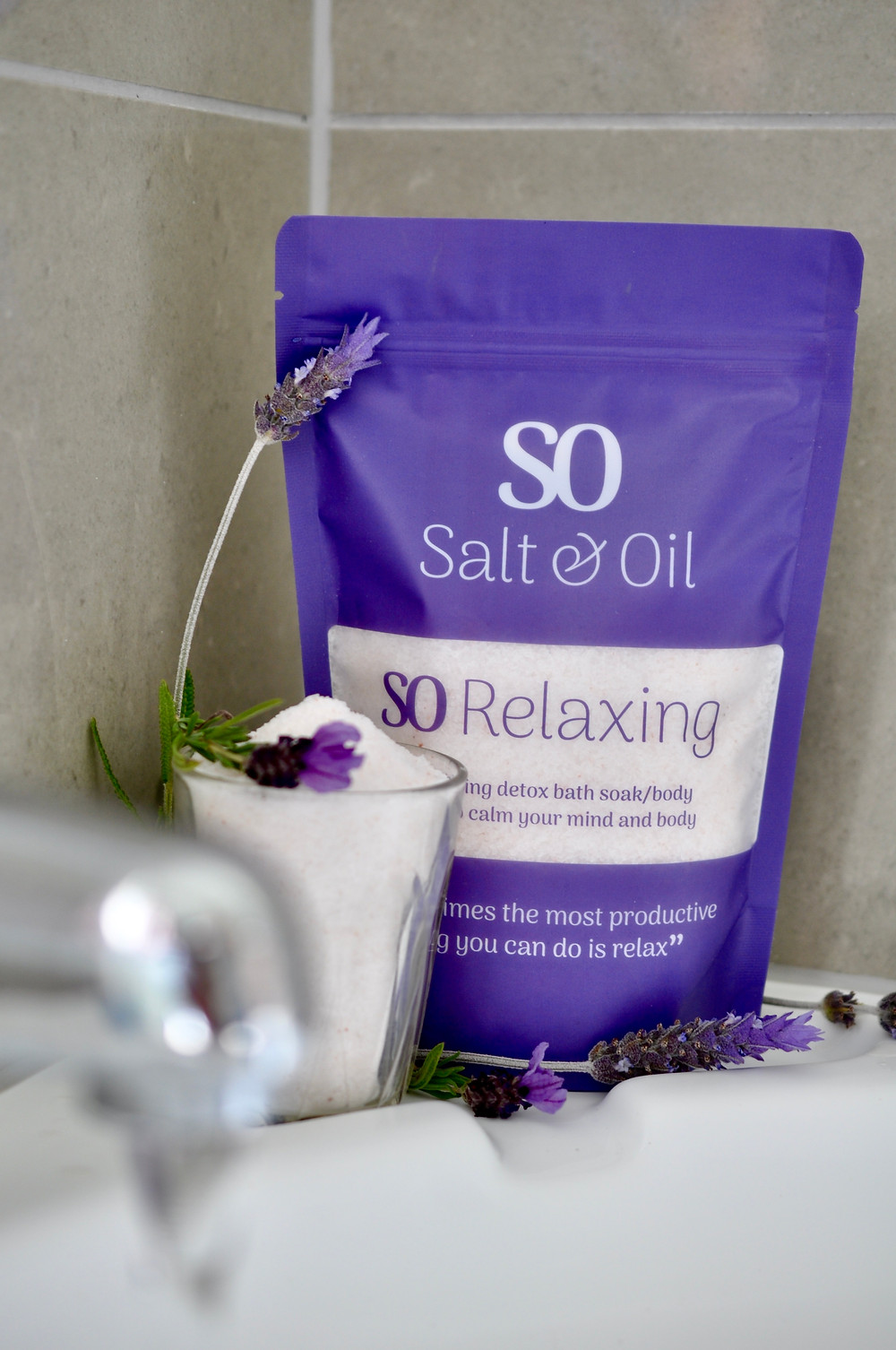 pour a relaxing bath with Salt & Oil and enjoy it as a body scrub too