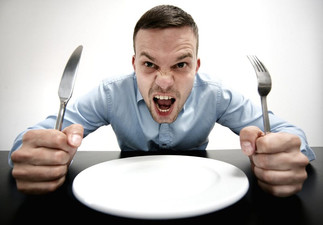 Dizendo que está com fome em inglês!