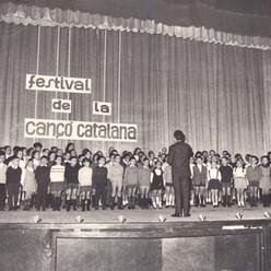 Eren temps de festivals i de voluntat d'obrir totes aquelles finestres possibles per poder gaudir de música i lletra en català.