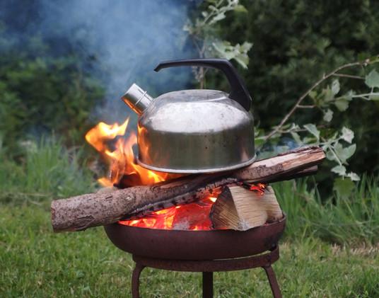 Cuisson du café dans un style de camping