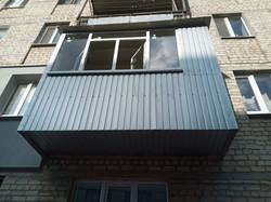 Расширение и обшивка балкона в Харькове