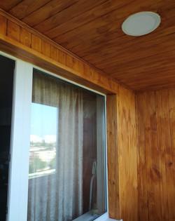 Отделка балкона вагонкой, ламинатом, пластиком