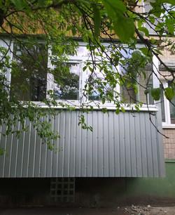 Расширение балкона с внешней обшивкой и остекленимем пр-т 50 лет ВЛКСММ
