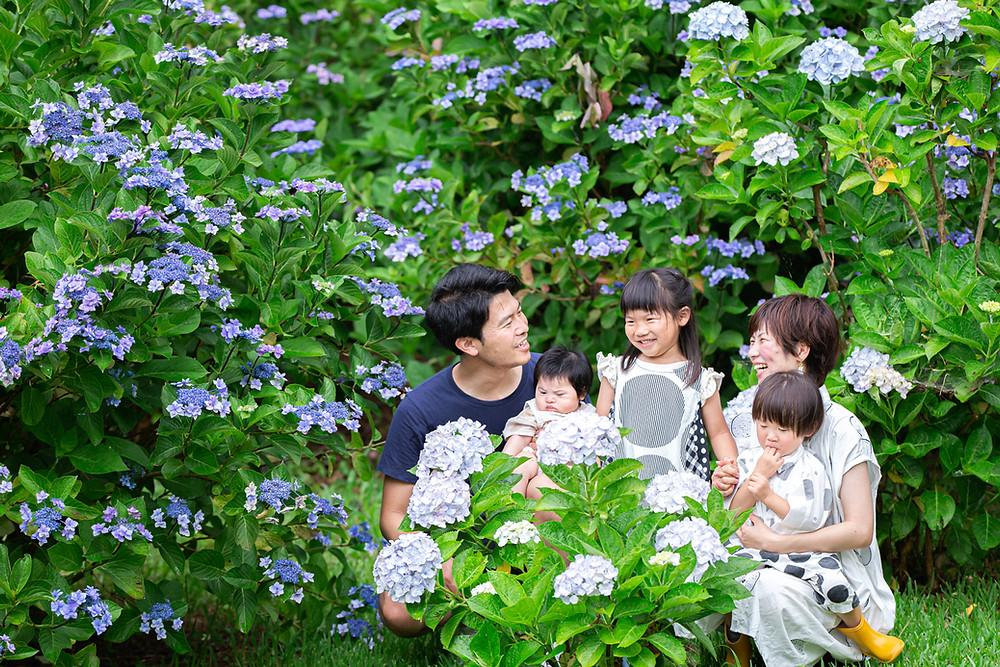 浜名湖ガーデンパークのあじさい小径で出張カメラマンが撮影した家族写真
