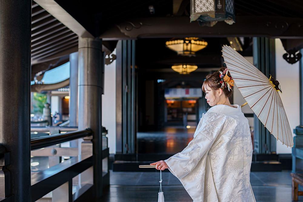 浜松のカメラマンが撮影した法多山尊永寺での和装ウエディング前撮りの写真。