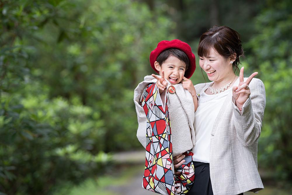 浜松のカメラマンが小國神社で撮影した3歳の男の子とお母さんの七五三御詣りの写真