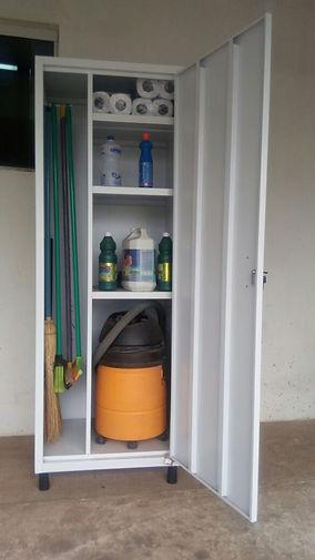 armario-para-material-de-limpeza.jpg