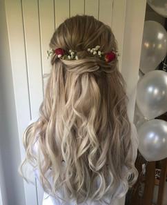halfup halfdown curls wedding hair