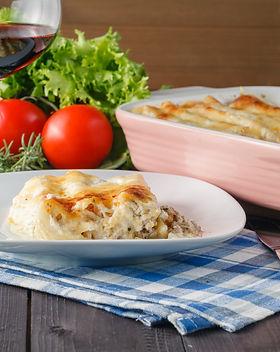 mediterranean-dinner-with-lasagne.jpg