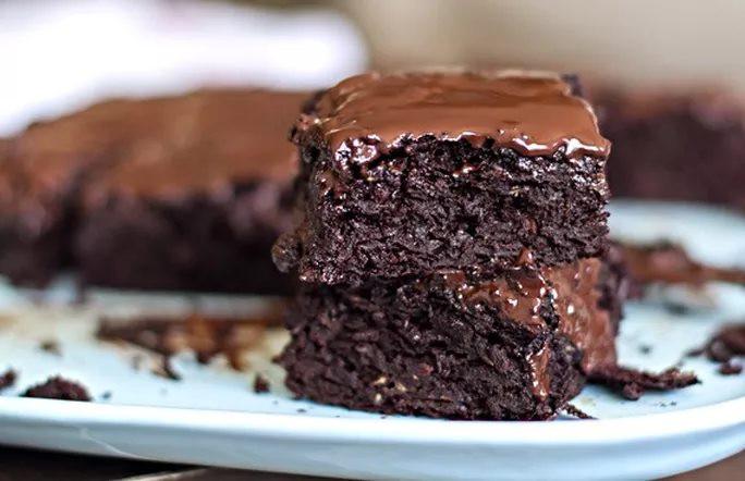 Brownies με πραλίνα φουντουκιού