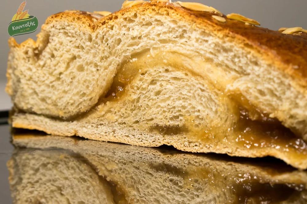 Τσουρέκια γεμιστά με Κρέμα Κάστανο