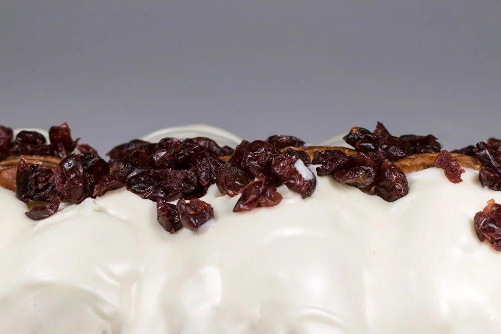 Τσουρέκι με έτοιμη επικάλυψη λευκής σοκολάτας