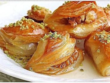 Μπακλαβαδάκια «Τα χείλη της Γόησσας» με σφολιάτα  (Dilber Dudağı)