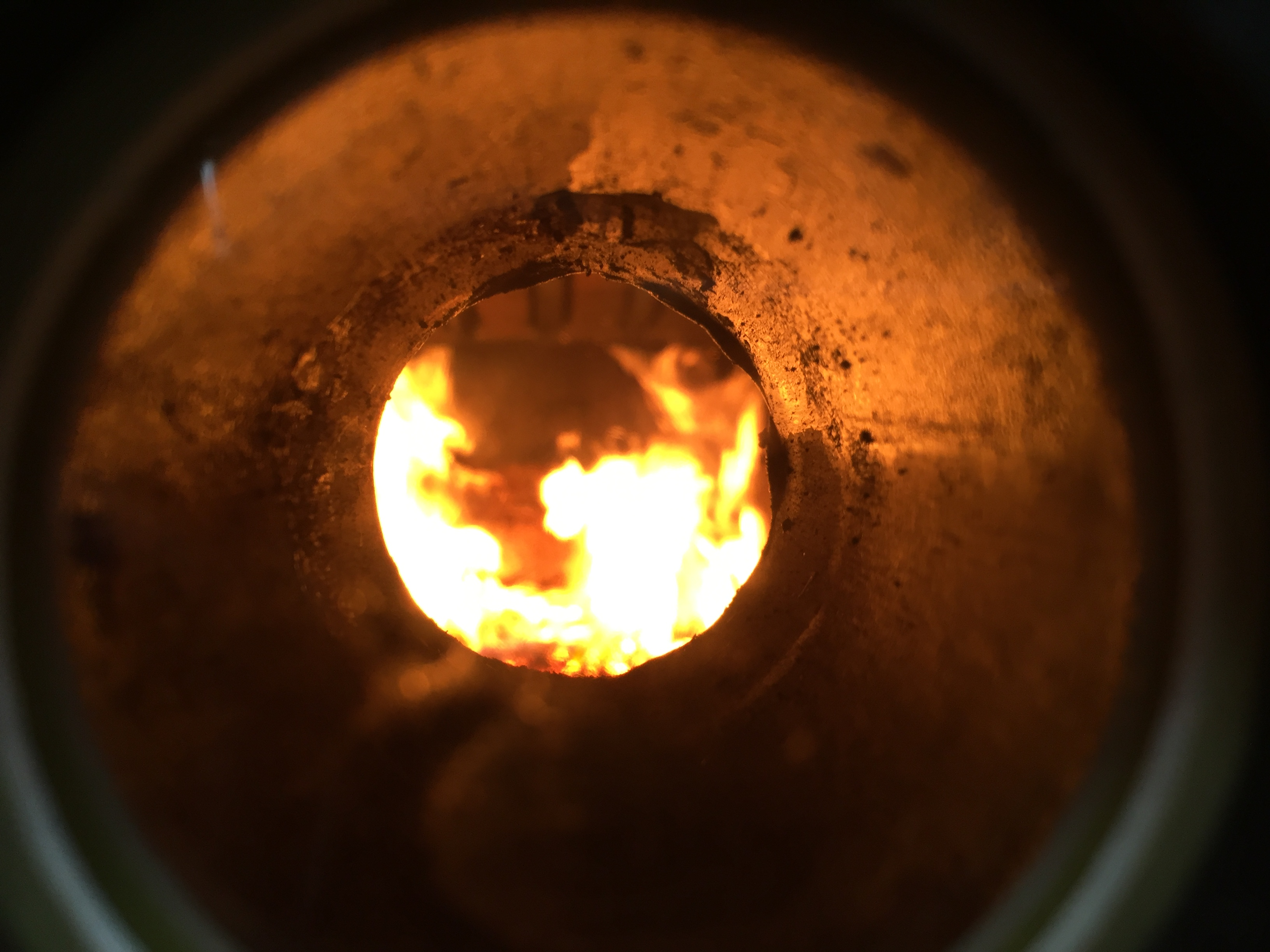 Komora spalania w kotle.