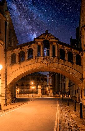 Milky way over Oxfords Hertford bridge.