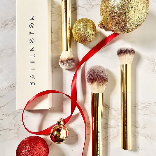 luxury makeup brushes + gold tone makeup