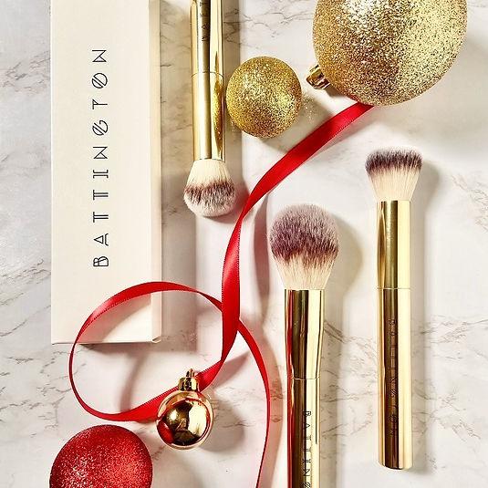 luxury makeup brushes + gold tone makeup
