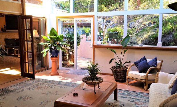 Laureles Grade, Sun Room