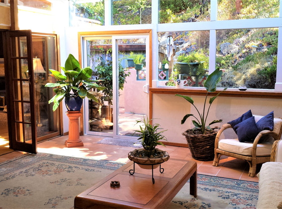 Laureles Grade, Sun Room
