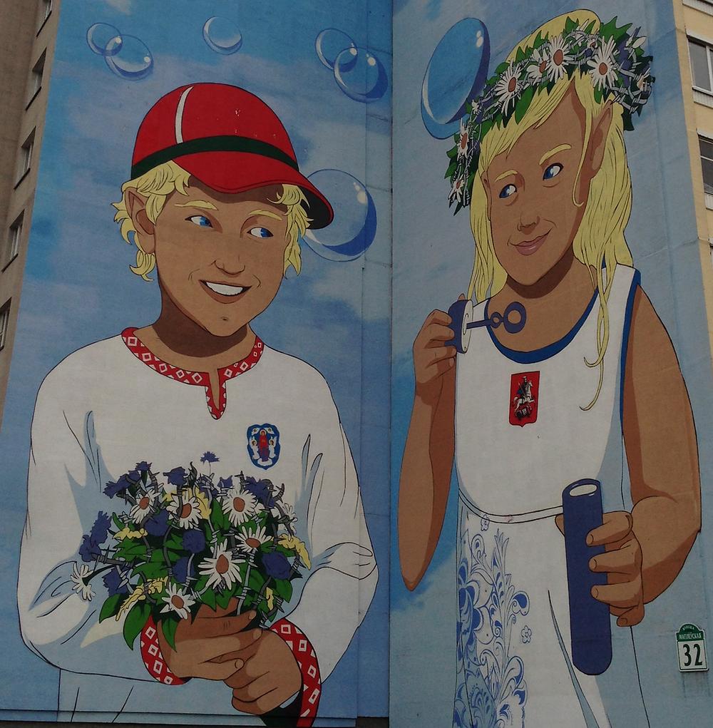 Piešinys ant namo sienos Minske. Maskvos ir Baltarusijos draugystė