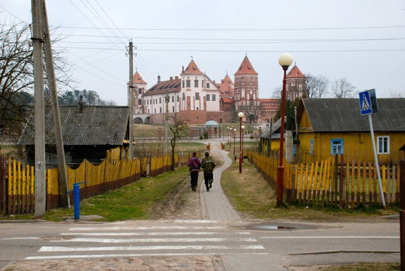 Miro pilis nuo miesto pusės. R. Kamuntavičiaus nuotrauka