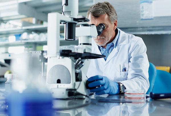 Männlicher Wissenschaftler