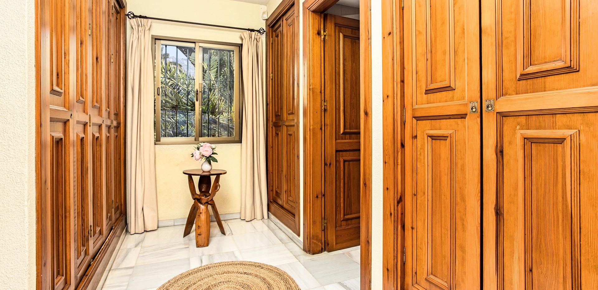 Villa El Bocho - Dormitorio 1 Vestidor_F