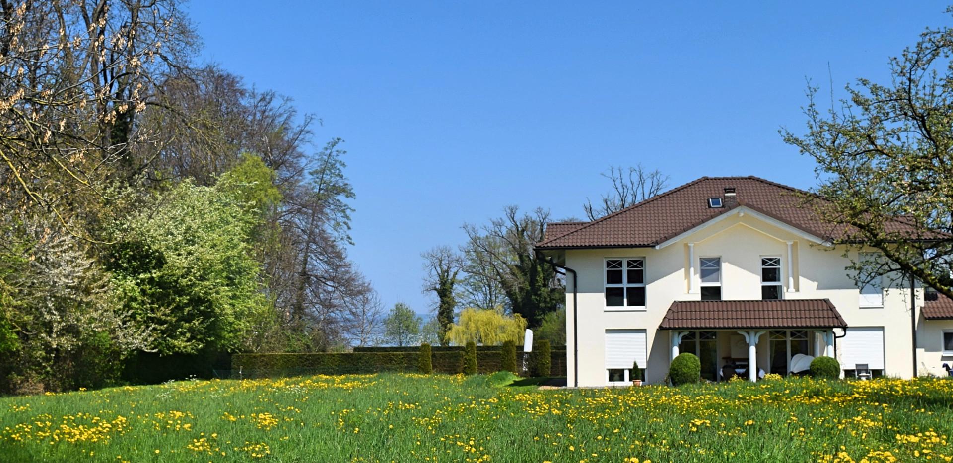 Haus_im_Frühling_Ostern_2019_Fotor.jpg