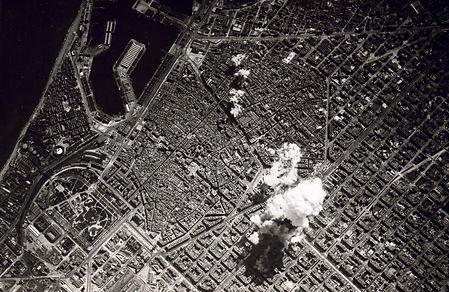Barcelona_bombing_(1938).jpg
