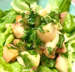 桃とパクチーのサラダ