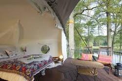 Dom Up treehouse LIVINWOOD