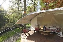 Dom Up tente treehouse LIVINWOOD